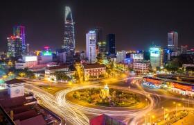 Ho-Chi-Minh-Stadt (HCMC) zählt fast 7,7 Millionen Einwohner und erlebt derzeit eine Phase dynamischen Wirtschaftswachstums, industrieller Expansion und veränderter Landnutzung, was die Stadt zu einem attraktiven Geschäftsstandort macht und ihren Reichtum steigert. Siemens ist seit 1979 in Vietnam präsent und dort seit 1993 offiziell niedergelassen.  Ho Chi Minh City (HCMC) with its nearly 7.7 million inhabitants is witnessing a dynamic phase of economic growth, industrial expansion and land use change which is transforming the city's fortunes and attracting business opportunities. Siemens has been present in Vietnam since 1979 and was officially established since 1993.
