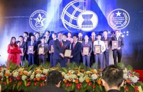Nhận giải Doanh nghiệp phát triển bền vững 2